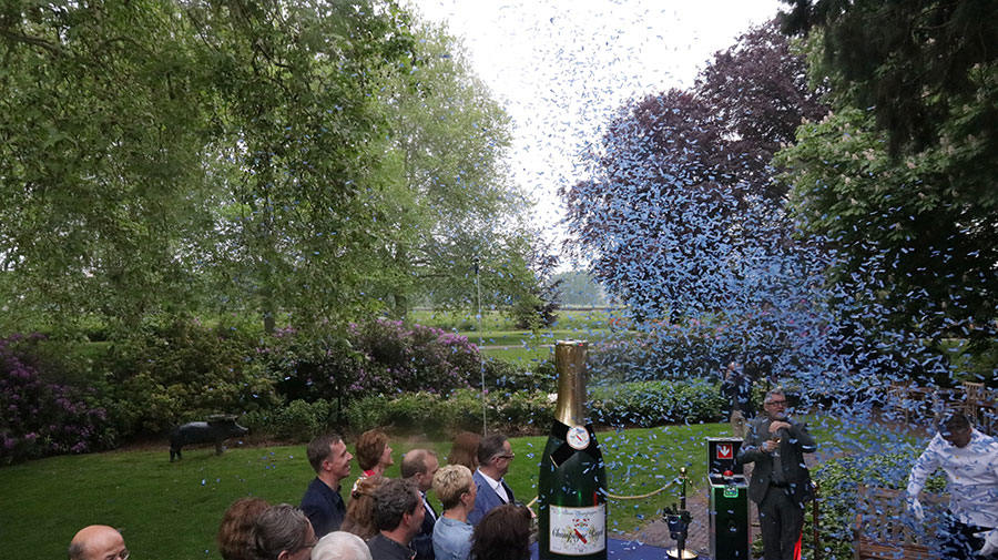 Champagne openings act